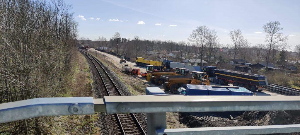 Masser af maskiner ved Voerbjerglund i gang med anlæggelse af ekstra spor